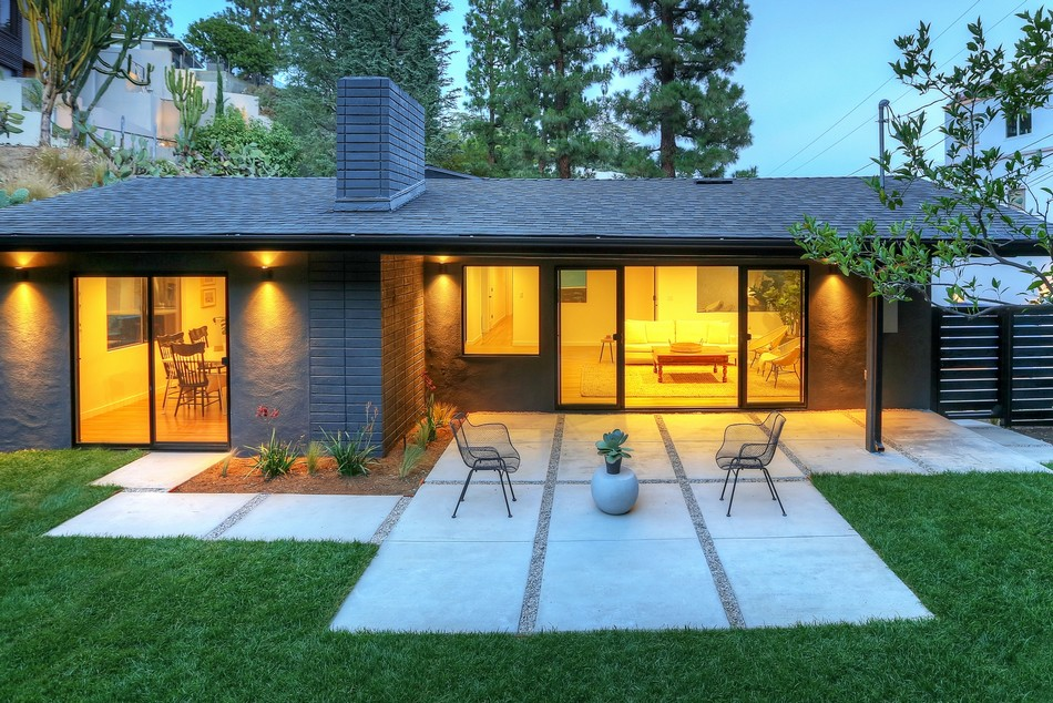 Stylish Modern Ranch in the Hollywood Hills Exuding a Welcoming Feel