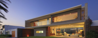 Mar de Luz Modern Mansion in Peru Showcasing Luxurious Transparency