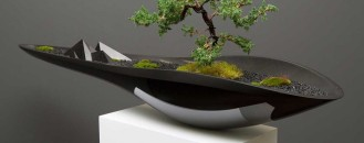 Elegant Kasokudo Bonsai Planter Inspired by the Automotive Industry