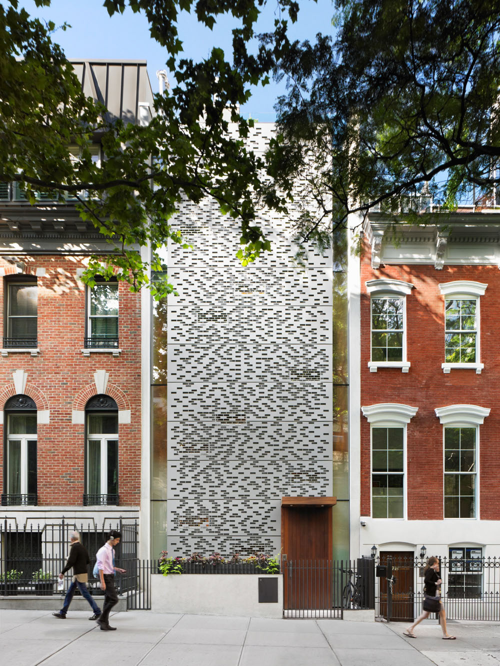 Narrow Manhattan Townhouse Parading Vertical Design Freshome Com