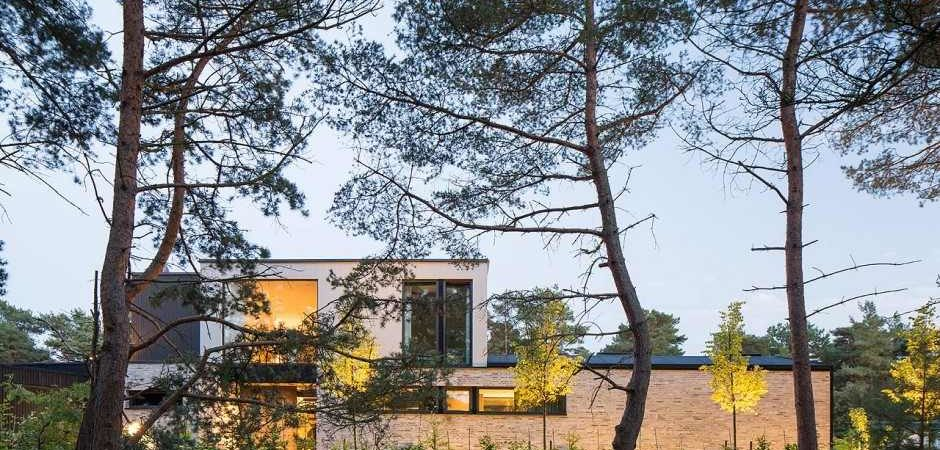 Flexible House Providing Room for Both Socializing and Seclusion: Villa J in Sweden