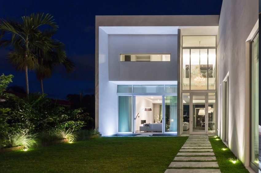 Modern Peribere Residence Framing Views Of The Downtown