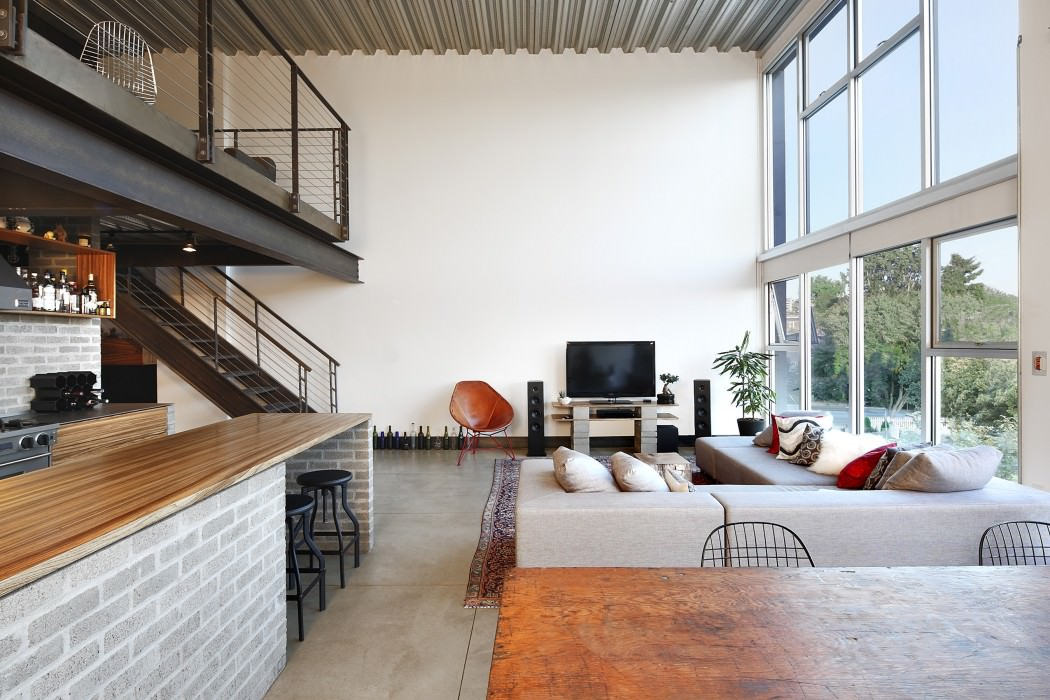 Industrial Loft in Seattle Functionally Blending Materials ...