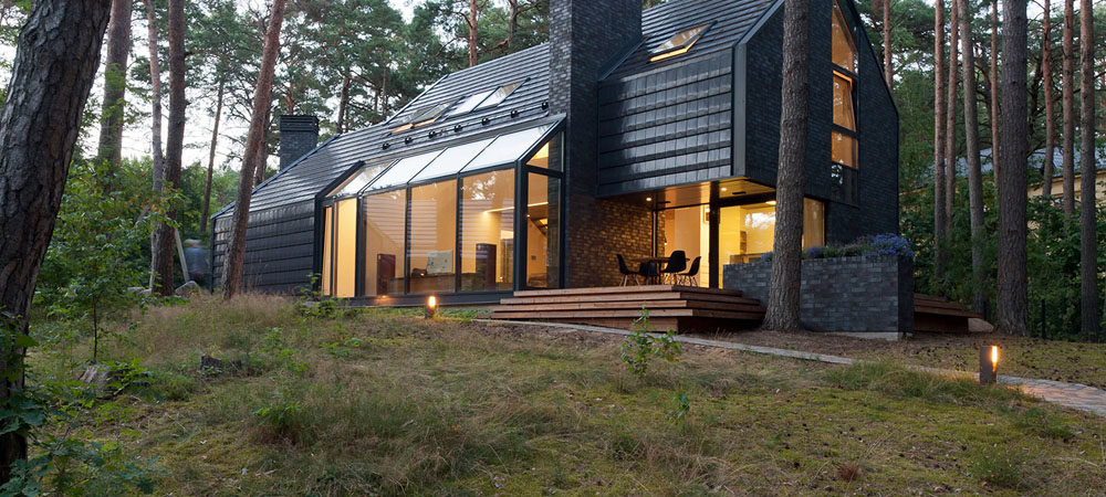 Modern Forest House Dedicated toBlues Music:Black House Blues