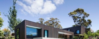 Peerless Family Beach House Adapted to Australian Weather