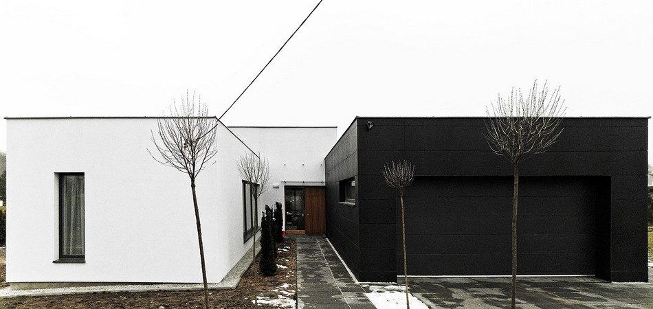 Passive Black&White Residence Optimizing Light and Space: Third House From The Sun