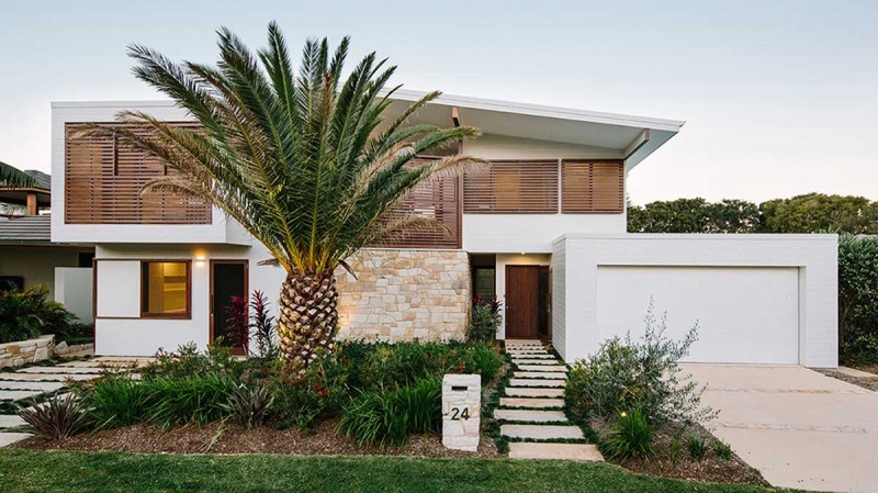 Australian Beachfront Home Encouraging Outdoor Living