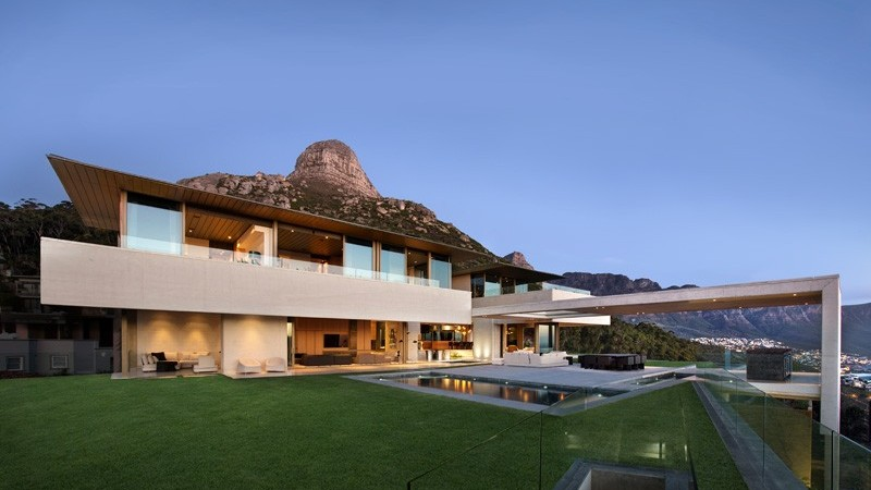 Cape Town House Encapsulating Panoramic Sea and Mountain Views