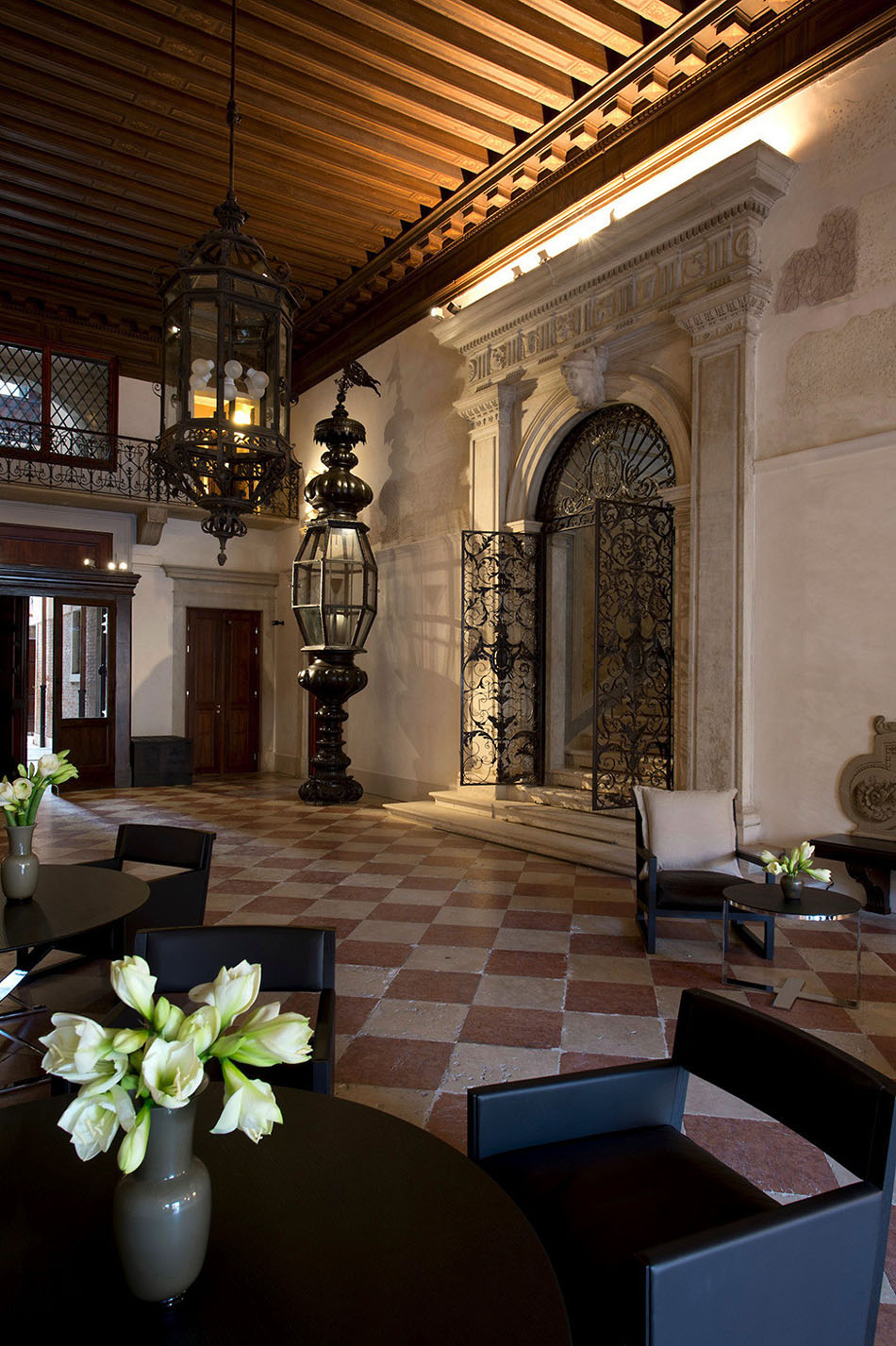 Rooms: Explore The Enchanting Aman Canal Grande Hotel In Venice