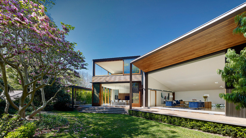 Transparent Residence Beautifully Surrounded by Gardens: Woollahra House in Sydney