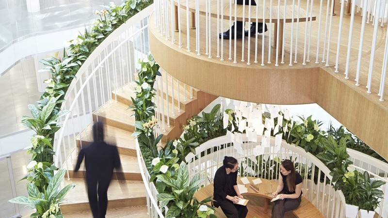 Sculptural Living Staircase as Centerpiece for London's Ampersand Building