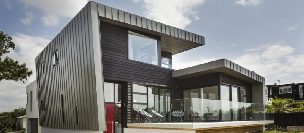 Large Decks and Spectacular Views: McLaren House in New Zealand