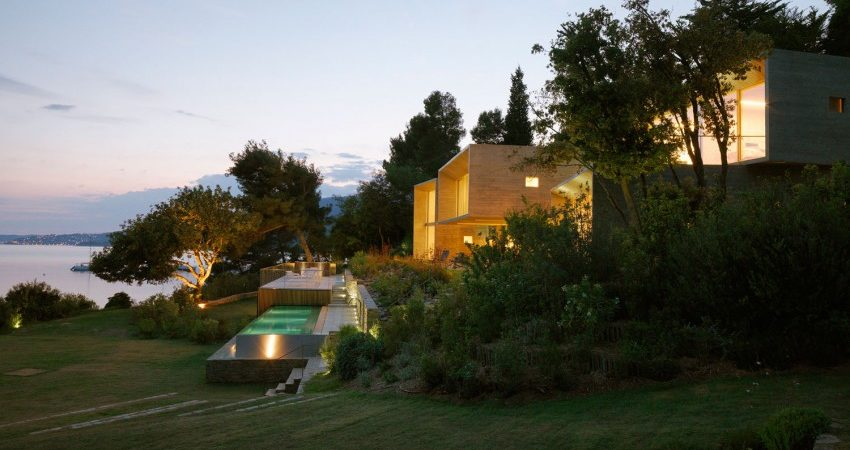 Concrete&Glass Residence in France Photographing the Landscape: Maison Le Cap