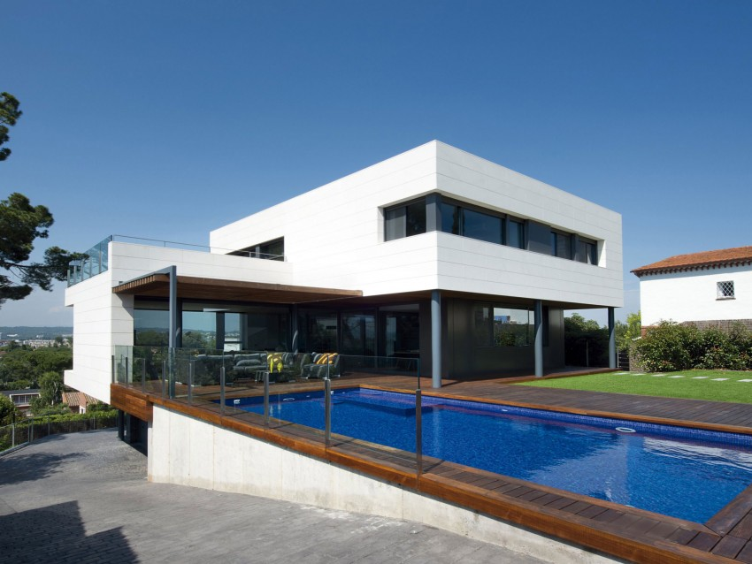 Dynamic Interiors Showcased By Three Level R House Overlooking