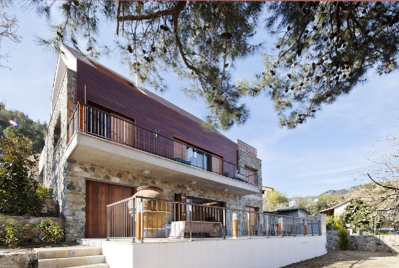 Modern-home-in-Cyprus