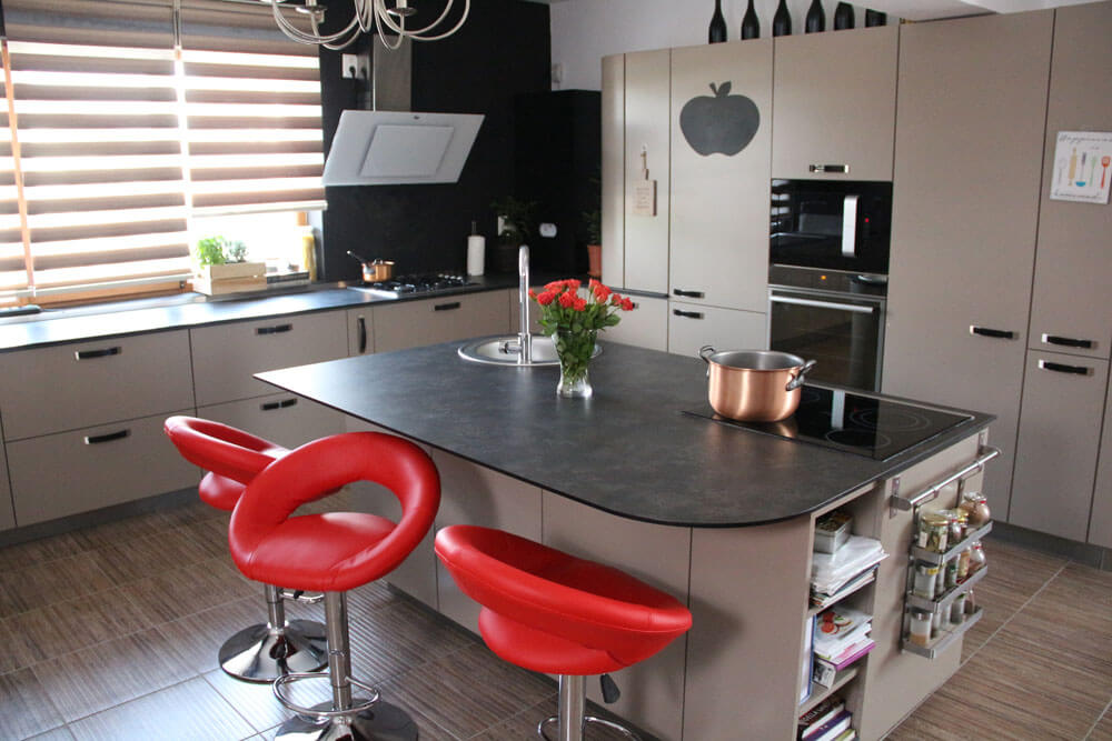 TV studio kitchen for Oana Grecea by Euphoria Kitchens Hall (4)