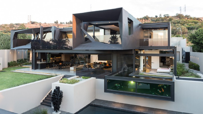 Kloof Road House in Johannesburg Showcasing a Bold Modern Architecture