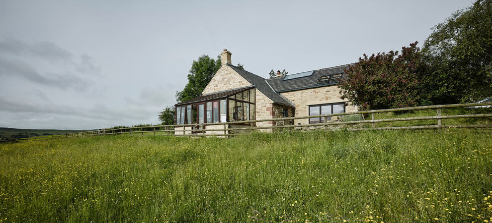 Contemporary Reinterpretation of Traditional Chalet: Hocker Farm in UK