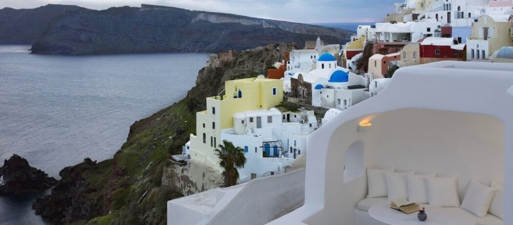 Distinctive Traditional Design Unveiled by Lovely Boutique Hotel in Santorini