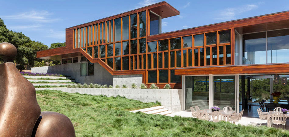 L-Shaped Home in California Offers Dramatic Views Inside and Out