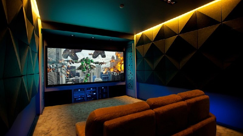 Home Theater Offers Cozy Comfort in Russia