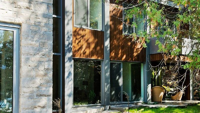 Chalet Lac Gate in Canada Follows the Slope of the Forest