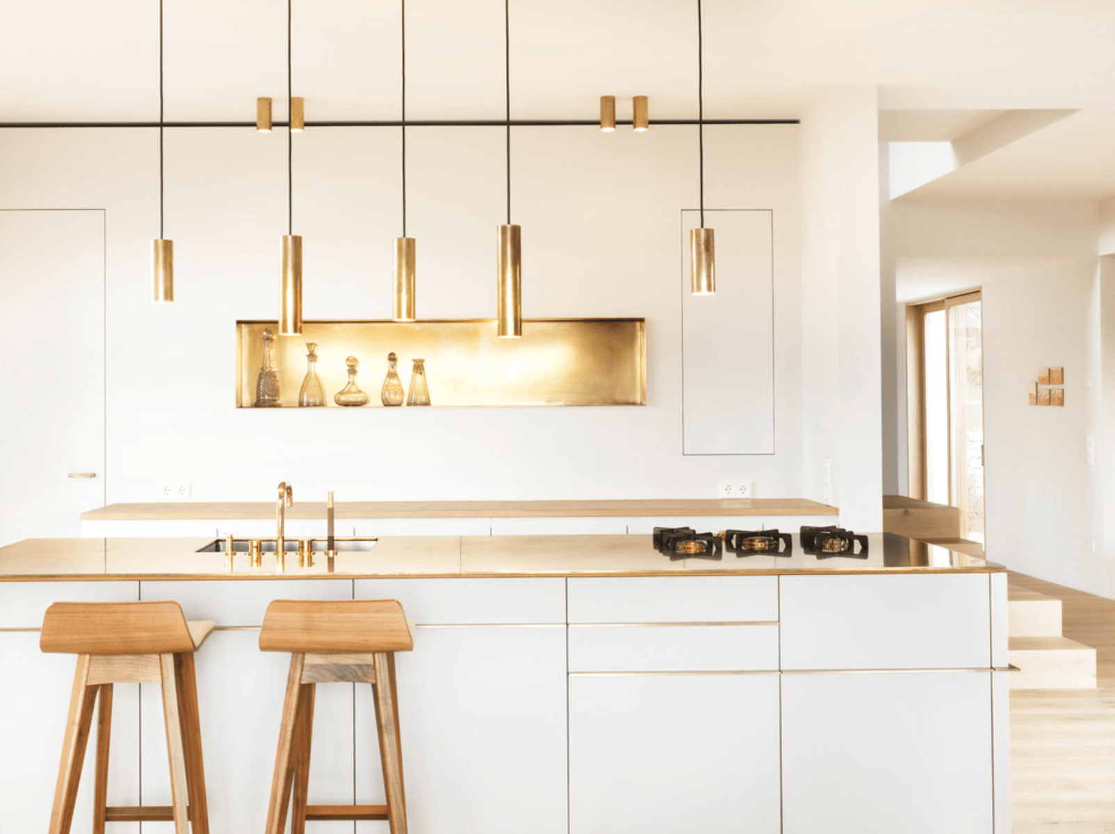 gold-backsplash