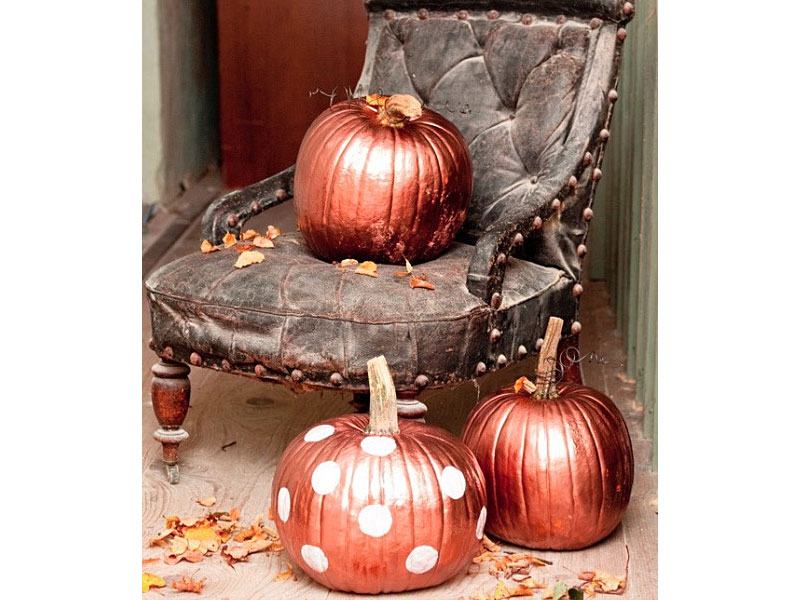 Amazing Halloween Decorating Ideas For Your Modern Home - Use-pumpkins-to-decorate-your-house-for-halloween