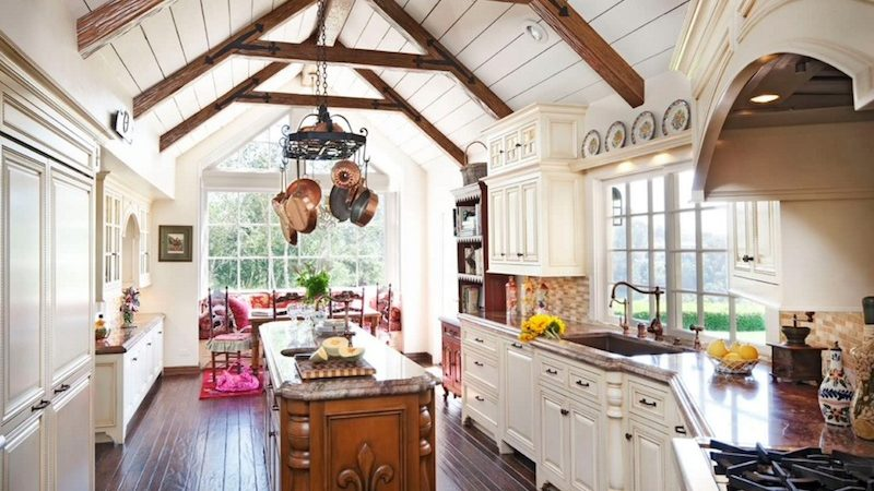 25 Comfy, Cozy Country Kitchen Ideas