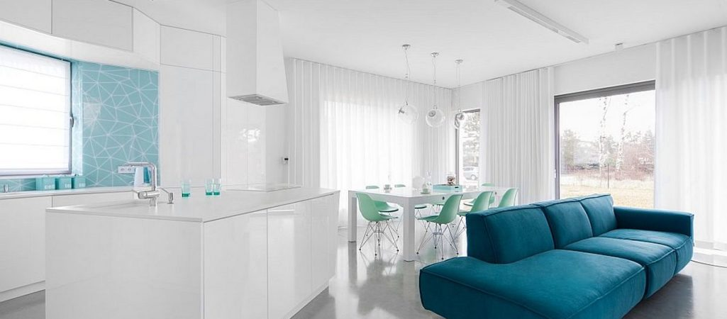 Minimalist Home Uses Aqua to Accent Angles