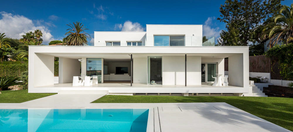 Bright, White And Modern Home On The Mediterranean