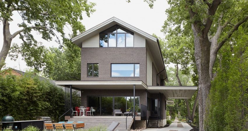 Transitional Home Showcases Innovative Materials, Methods