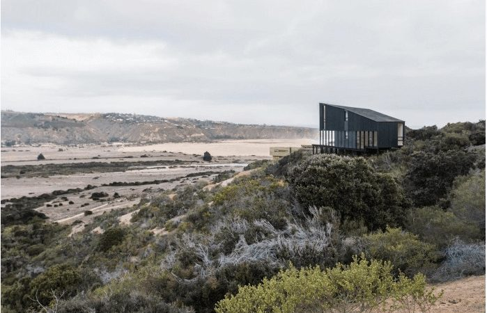 Isolated Chilean Home Offers Stunning Seaside Views