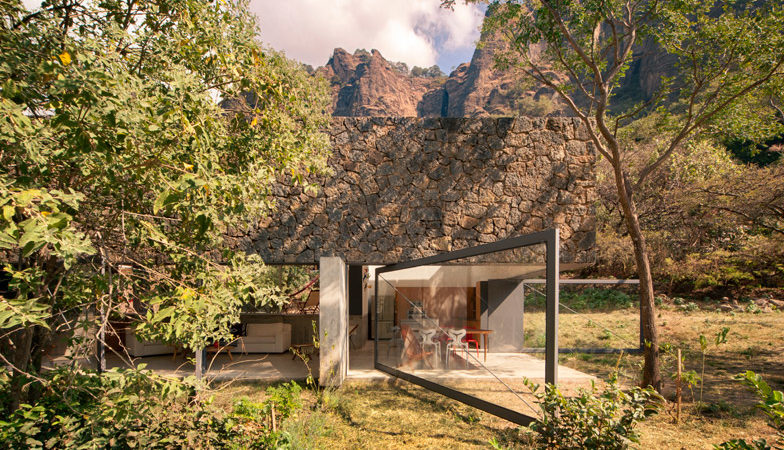 Pivoting Doors Welcome Nature Inside This Family Retreat in Mexico