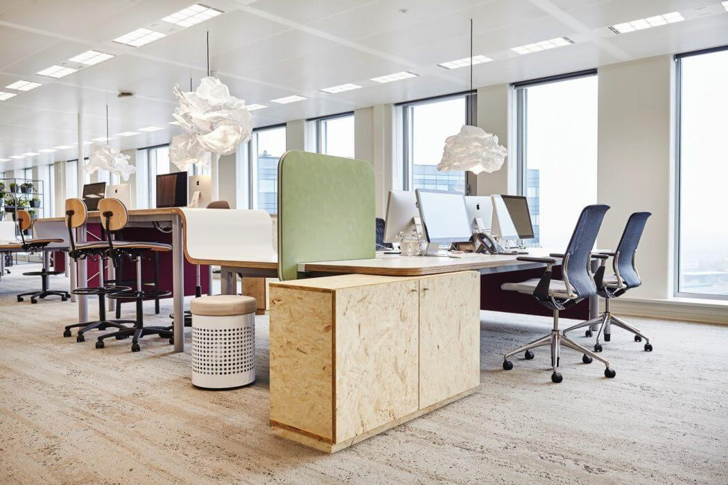 Desk workspaces - modern office design Amsterdam