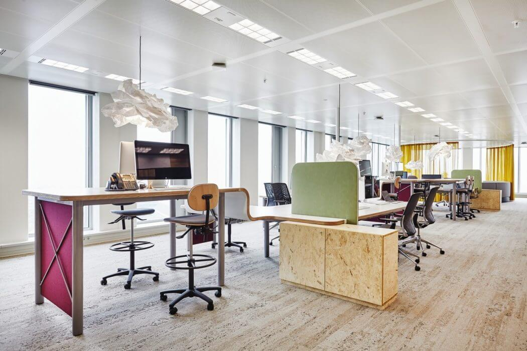 Individual desk workspaces - modern office design Amsterdam
