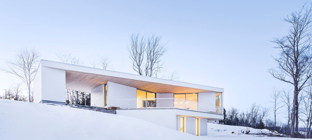 """""""Nook Residence"""" in Canada Blends with the Winter Landscape"""