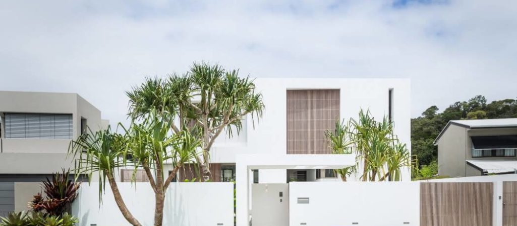 White Box Home Contains a Tropical Enclave in Sunny Australia