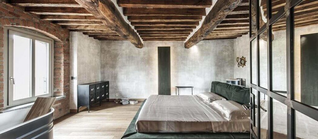 Textured Walls Complement Rustic Style in Italy