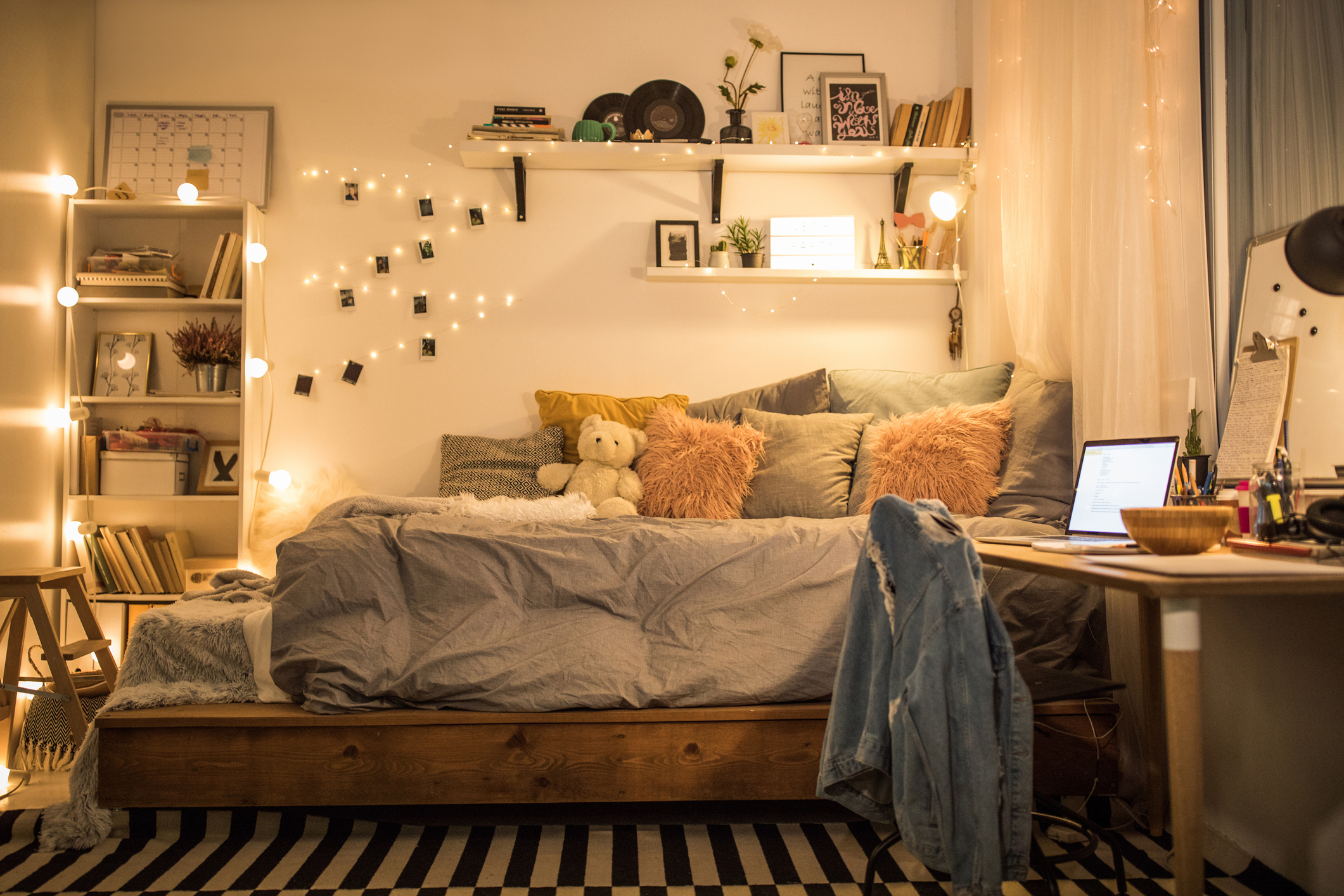 26 Stylish, Space-Saving Dorm Room Ideas - Freshome
