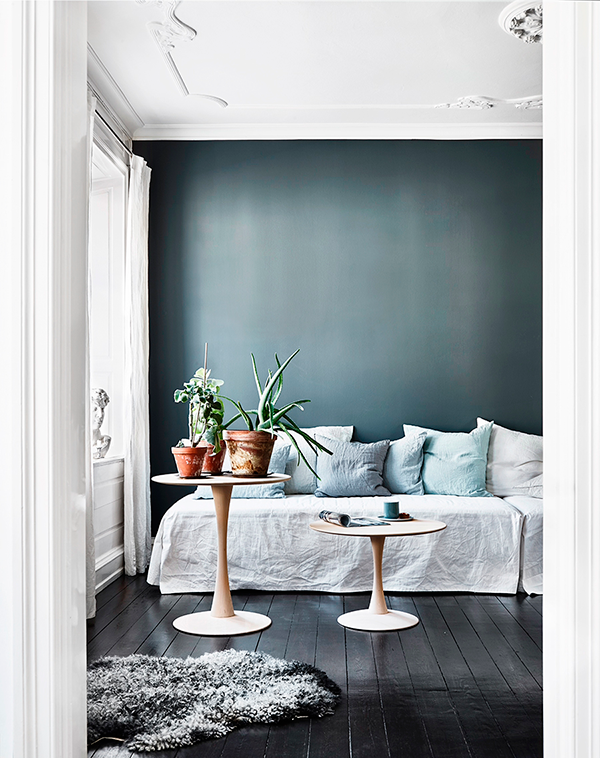 blue-white-daybed