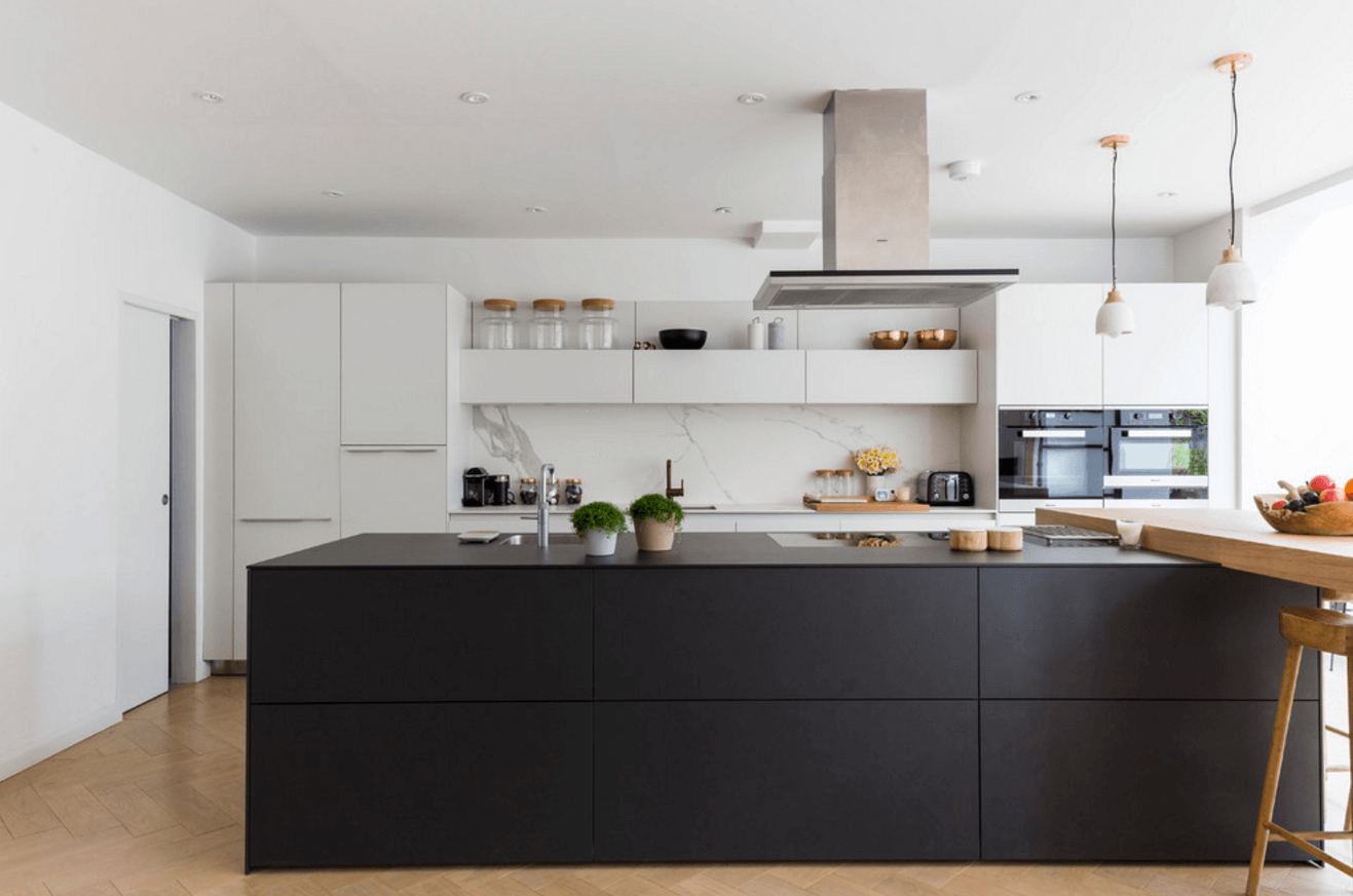 31 Black Kitchen Ideas for the Bold, Modern Home | Freshome.com on cream kitchen, blue kitchen, red kitchen, dark gray kitchen, purple kitchen, white kitchen, green kitchen, black kitchen, pink kitchen, yellow kitchen,