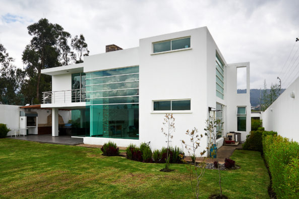 10 White Exterior Ideas for a Bright, Modern Home | Freshome.com