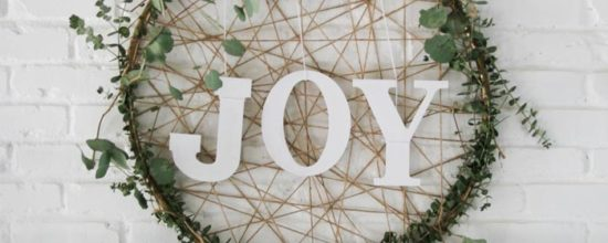 19 Minimalist Christmas Decorations to DIY This Weekend