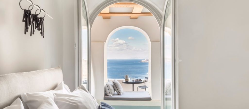 Porto Fira Suites in Greece: Organic Shapes, Endless Blue