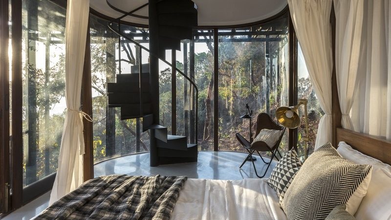 Idyllic Tree House Conforms to Meditative Landscape in India
