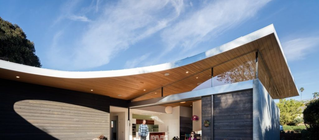 Avocado Acres House in California Reveals a Sloping Curved Roof