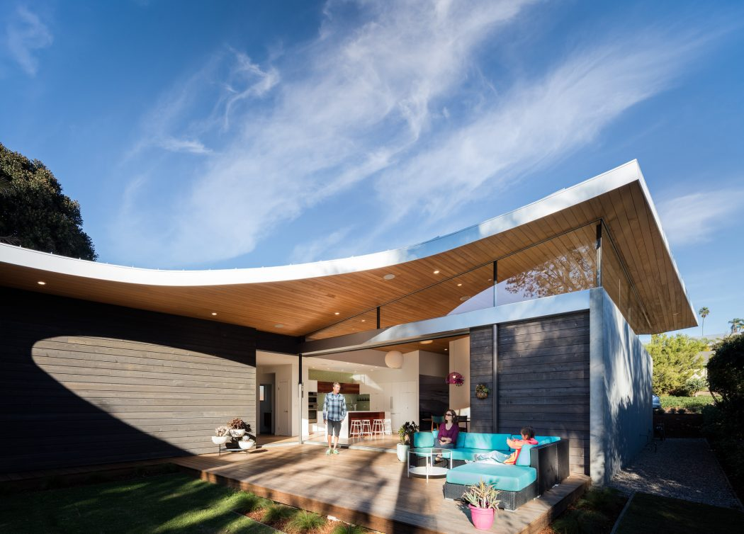 Avocado Acres House In California Reveals A Sloping Curved