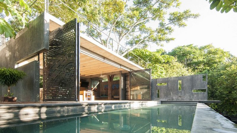 Permeable House in Costa Rica Built Around Majestic Trees