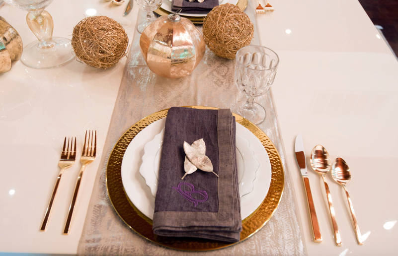 how to dress up the table for the holidays - freshome.com